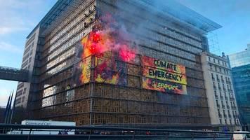 brüssel: greenpeace-aktivisten kapern eu-gipfelgebäude