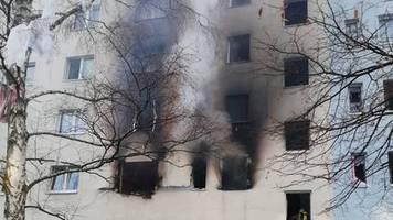 News von heute: Ein Toter und 15 Verletzte bei Explosion in Plattenbau in Sachsen-Anhalt