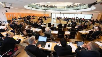Plenarwoche endet mit Debatten über Schulen und Freiwillige