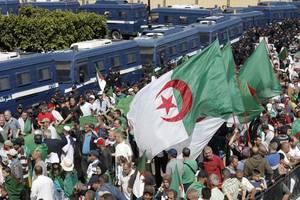: massenproteste begleiten wahl in algerien