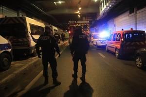 Pariser Polizei t�tet mit Messer bewaffneten Mann