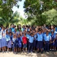 priyanka chopra jonas und crocs spenden 50.000 paar classic-clogs an unicef