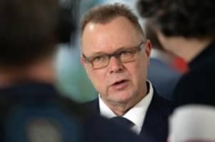 Bundestag: Innenminister sieht mehr Sicherheit mit neuem Waffenrecht