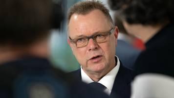 Innenminister sieht mehr Sicherheit mit dem neuen Waffenrecht