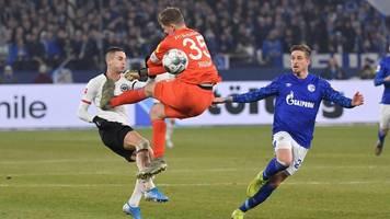 Schalke schlägt Eintracht Frankfurt – doch Torwart Nübel fliegt vom Platz