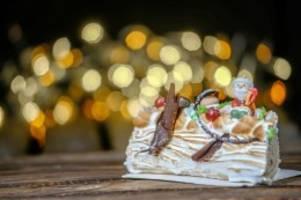 kulinarischer adventskalender: süßer holzscheit bûche de noël bringt den franzosen glück