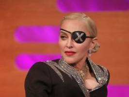 queen of pop liebt jungen tänzer: eltern von madonnas lover melden sich