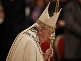 vorfall am silvesterabend: papst predigt für frauen - und klapst eine