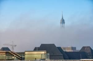 wetter: hamburg verschwindet im nebel und in schlechter luft
