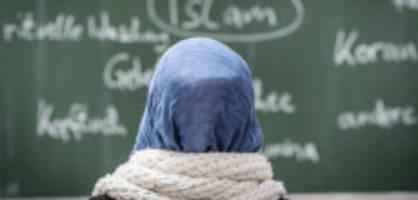 kopftuchverbot: Österreich will kopftuch-verbot für unter 14-jährige