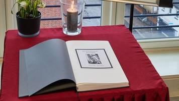 Hamburg: Davidwache legt Kondolenzbuch für Jan Fedder aus
