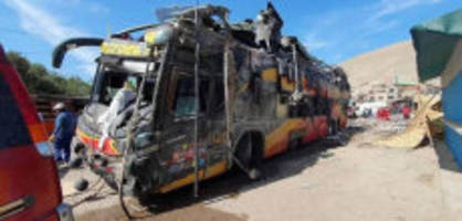 bremsen versagen : 16 menschen sterben bei busunglück in peru