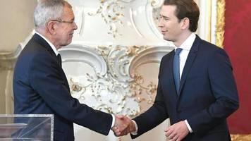 kurz wieder bundeskanzler: schwarz-grüne regierung in Österreich vereidigt