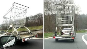 dortmund: shoppingtour beendet: polizei stoppt riesen-einkaufswagen auf autobahn
