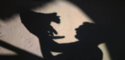 katze pinkelt an die hausmauer: 48-jähriger schiesst der nachbarskatze in den kopf