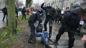 Proteste: Frankreichs Innenminister ruft Polizei zur Mäßigung auf