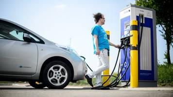 CDU-Fraktionschef warnt vor Konzentration auf E-Autos