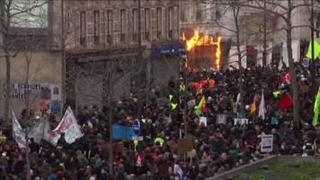 Streiks in Frankreich: Proteste gegen Rentenreform zeigen Wirkung – Ministerpräsident Philippe gibt nach