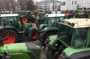 Bauerndemo: Hunderte Traktoren treffen auf dem Augsburger Plärrer ein