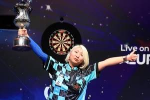 suzuki verteidigt erfolgreich titel bei der darts-wm