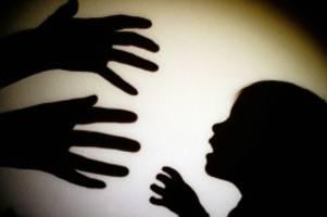 Eberswalde: Mädchen zwei Jahre ohne Tageslicht isoliert - Ermittlungen