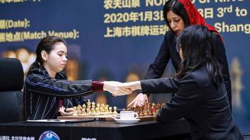 Streit um Kopftuch: Schach-WM der Frauen: Schiedsrichterin aus dem Iran muss um ihre Sicherheit fürchten