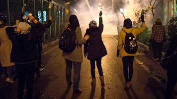 Iran-Konflikt: Geistliche,  haut ab! – Demonstranten gehen gegen Staatsspitze vor