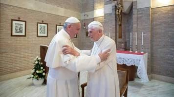 Zölibat-Zoff: Ein Intrigenspiel übelster Art: Franziskus und Benedikt – zwei Päpste sind einer zuviel