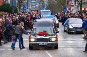Trauerfeier: Konvoi für Jan Fedder: als die Tanzenden Türme Trauer trugen