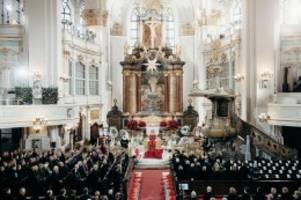 Trauerfeier im Michel: Tschüs, Jan – Hamburg verneigt sich vor Jan Fedder