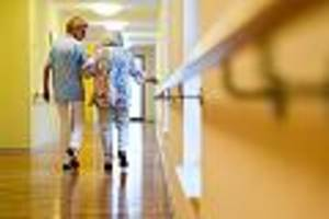 """Albtraum Pflegeheim - """"Musste um Desinfektionsmittel betteln"""": Pflegerin gibt Einblick in Skandalheime"""