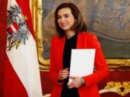 alma zadić: die justizministerin, die Österreich den spiegel vorhält