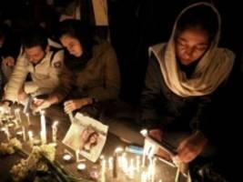 Flugzeugabsturz in Iran: Berichte: Flug PS752 offenbar von zwei Raketen getroffen