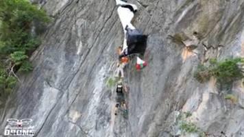 in 175 metern höhe : spektakuläre rettung: basejumper verheddert sich bei sprung und wartet sechs stunden auf hilfe