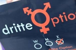 gesellschaft: bisher acht anträge für drittes geschlecht in hamburg