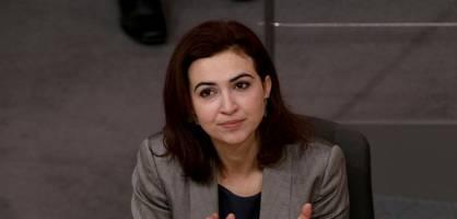 justizministerin mit migrationshintergrund wird rassistisch beschimpft