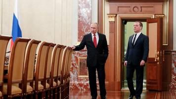 Medwedew will Weg freimachen: Gesamte russische Regierung tritt überraschend zurück