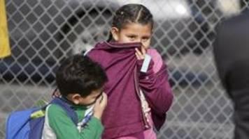 US-Flugzeug lässt Kerosin über Grundschule ab