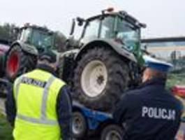 deutsche und polnische polizisten gehen zusammen auf streife