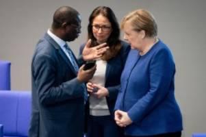 Kriminalität: Angriff auf Büro: Merkel unterstützt SPD-Abgeordneten Diaby