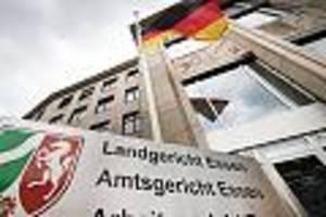 Acht Männer in Essen verurteilt - Als Urteil in Clan-Prozess fällt, bricht im Gerichtssaal Massenschlägerei aus