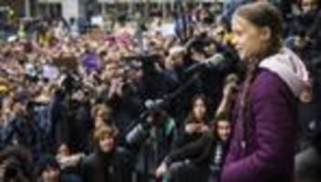 Klimapolitik: Greta Thunberg auf dem Weg nach Davos
