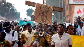 uganda: imam heiratet versehentlich einen mann – und steht deswegen nun vor gericht