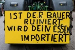 Agrar: Bauern aus dem Norden demonstrieren mit Treckern