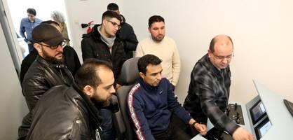 bahn setzt bei lokführer-suche auf flüchtlinge