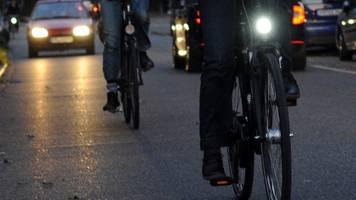 Tempo 30 in Städten?: Bundestag debattiert über Sicherheit für Radler