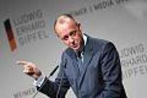 """Beim """"Deutschen Davos"""" - Merz will K-Frage nicht beantworten - und gibt stattdessen den Teamplayer"""