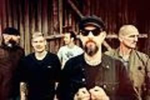 post-punker zurück - neues album von turbostaat: und der nebel zieht übers land