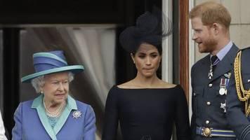 verzicht auf royale titel: das schreiben queen und buckingham-palast zur entscheidung von prinz harry und meghan