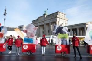 Für mehr Umweltfreundlichkeit: Demo zur Grünen Woche: Traktoren rollen durch die Hauptstadt